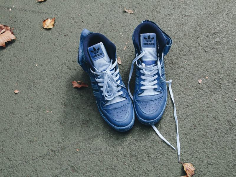 adidas Originals FORUM 84 está de regreso - pr-adidas_forum_84_high_indigo_tyrell_nyc_off_body_2