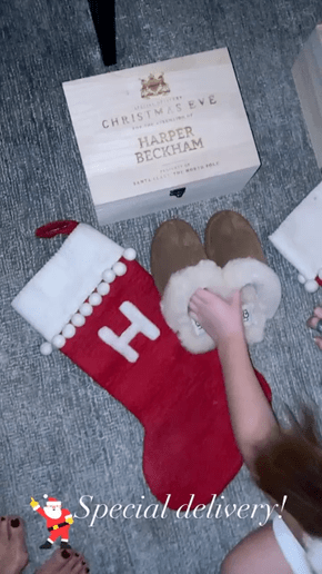 Spotted! celebridades que usaron las slippers de UGG esta navidad - slippers_scuff_ugg_victoriabeckhamwearingugg