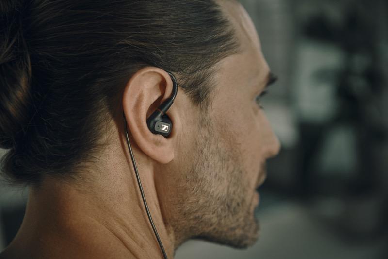 Nuevos auriculares In-Ear IE 300 de Sennheiser ¡una experiencia auditiva de alta fidelidad! - auriculares-in-ear-ie-300-sennheiser-ie-300-product-shot-in-use