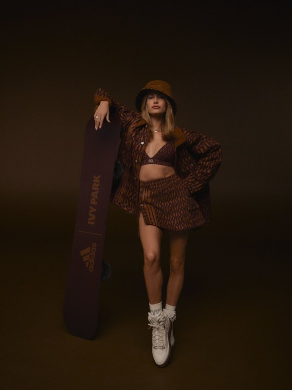 """adidas y Beyoncé lanzan la tercera colección Ivy Park: """"ICY PARK"""" - adidas-ivp-drop3-cast-imagery-haileybieber-03-1-600x800"""