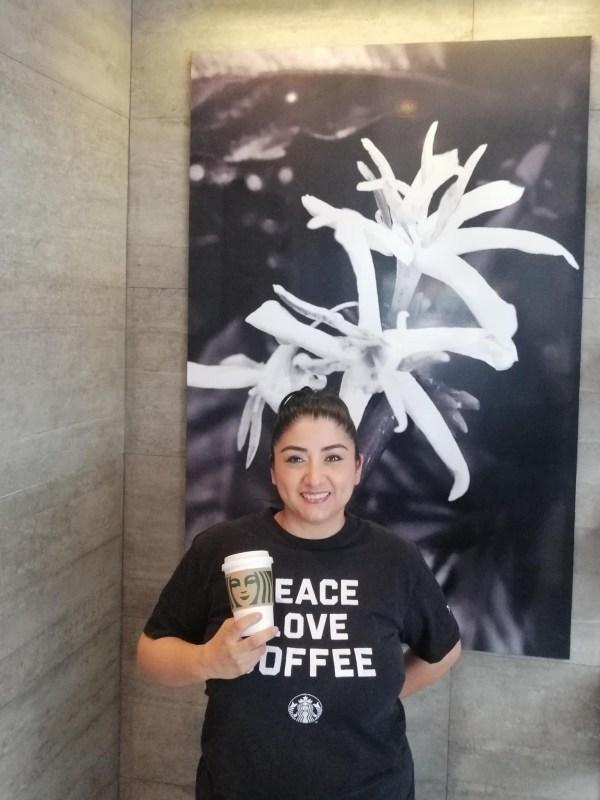 Starbucks: Mujeres que cultivan la resiliencia - sony-reconocida-empresas-mas-eticas-del-mundo-2021-montserrat-zea-600x800