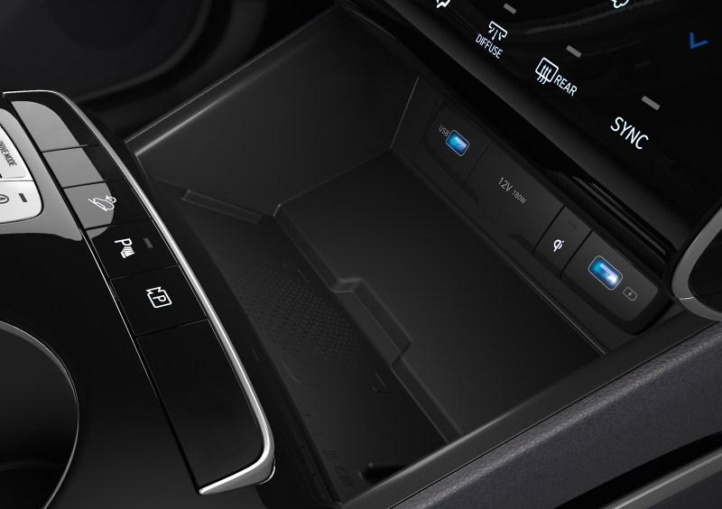 Tecnología, confort y seguridad: conoce todos los detalles de la nueva SUV Hyundai Tuscon 2022 - 18-hme-pi-nx4e-ice-int-detail-wireless-charging-2480x1748-rgb-v10-cmyk-2-800x564