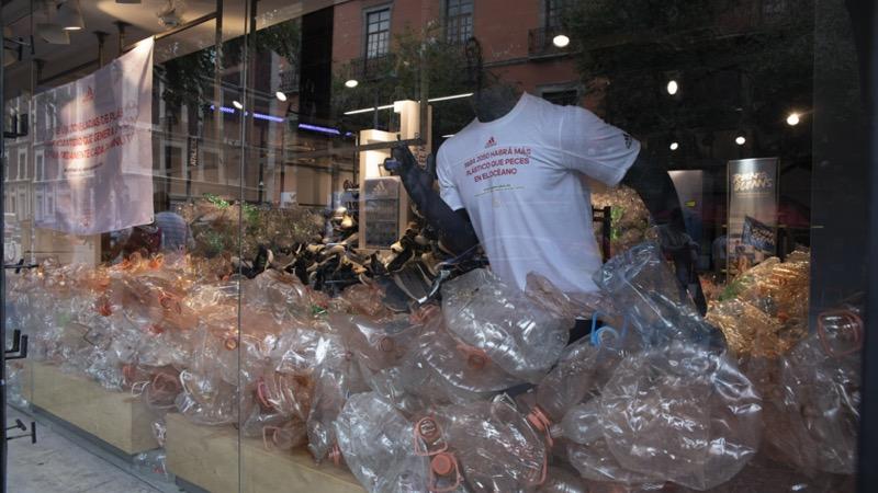 Ocean Store, una iniciativa con la que adidas trajo la problemática que existe en los océanos a la ciudad