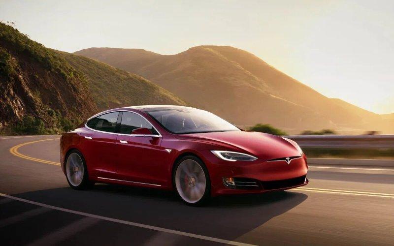 Tesla se ha convertido en la marca de automóviles más valiosa y de más rápido crecimiento - auto-tesla-800x500