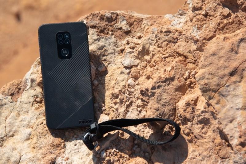 Motorola Defy, un smartphone resistente sin comprometer prestaciones llega a México - motorola-defy-movil