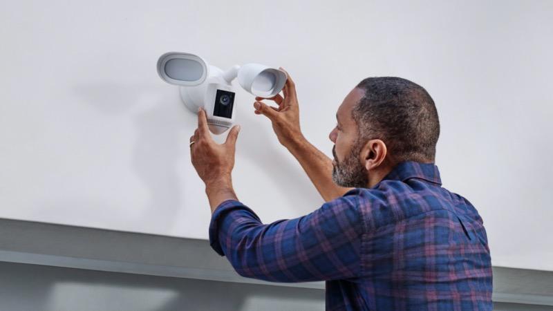 Video Doorbell 4, Video Doorbell Wired y Floodlight Cam Wired Pro:  nuevos dispositivos Ring llegan a México - floodlight-cam-wired-pro-lifestyle