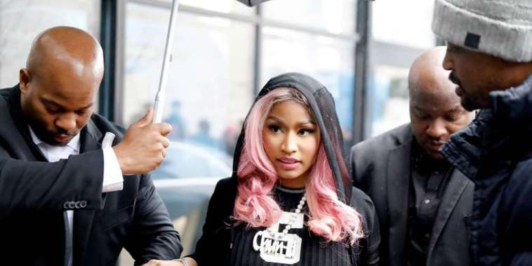 NICKI MINAJ SE RATE ROYALEMENT A BORDEAUX 1