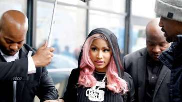 NICKI MINAJ SE RATE ROYALEMENT A BORDEAUX 16