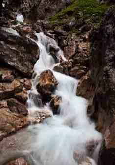 Stürzende Wassermassen in der Höllentalklamm