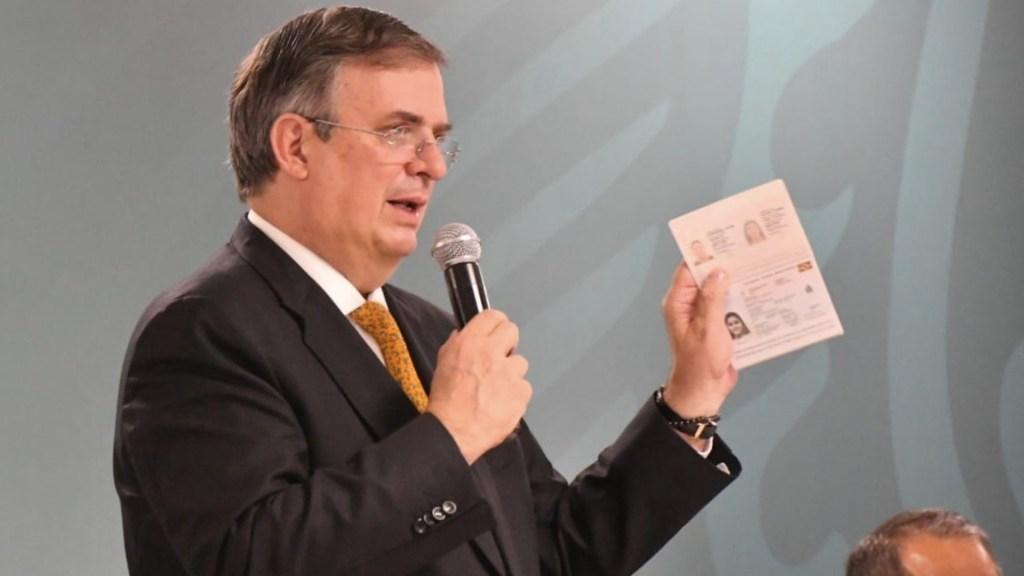 Expiden primeros pasaportes electrónicos en México