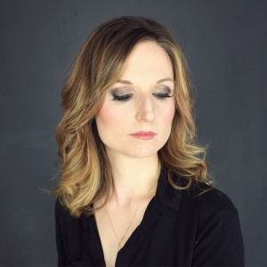 medium curly hairstyle for thin hair