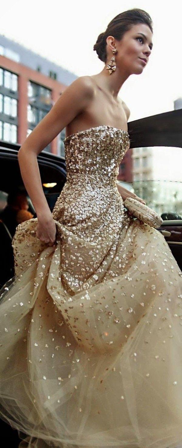 Oscar de la Renta shimmering gold gown // The Wedding Scoop Spotlight: Sparkly Wedding Dresses –
