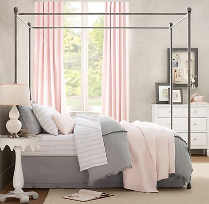 pink & gray – super clean – this would be perfect for a pre-teen/teen girl's room