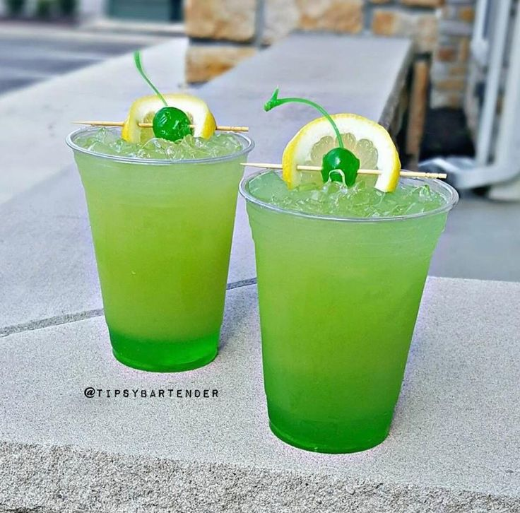 Green Goblin Cocktail – For more delicious recipes and drinks, visit us here: www.