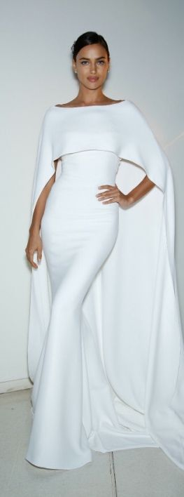 Here is another example of beatutiful draping and an amazing cape. Style can be fo