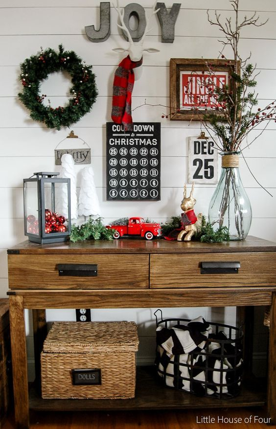 Im loving all about this Christmas Decor!