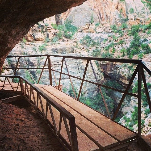 This little hike is a must-see at Zion! This secret treasure of Utah Zion National