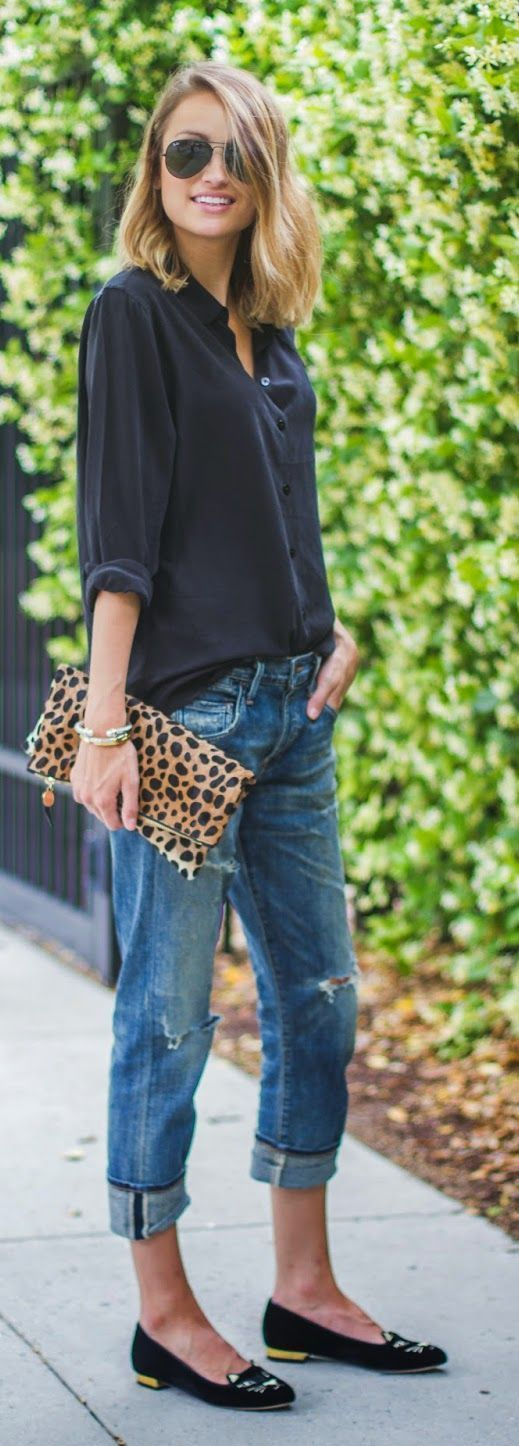Leo Clutch Streetstyle. Love this? Find more inspiration at www.hercouturelif…