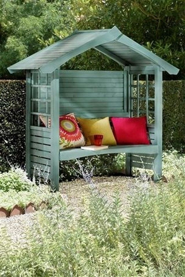 Just tell me how would you feel if this gazebo bench made with wooden pallets is installed inside your patio? I think this would