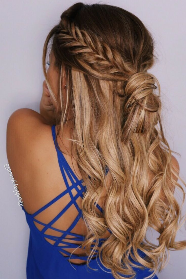 fishtail braid, half up hairstyle, braid, messy bun, hair extensions, blonde, caramel blonde, extensions, foxy locks, soft curls,