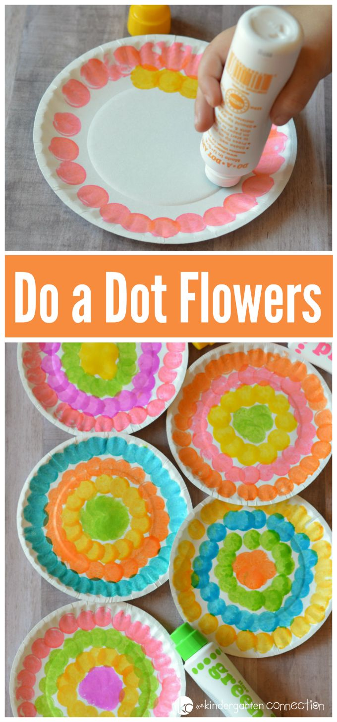 Young kids will have fun welcoming spring with this do a dot flower craft while strengthening fine motor skills and hand eye