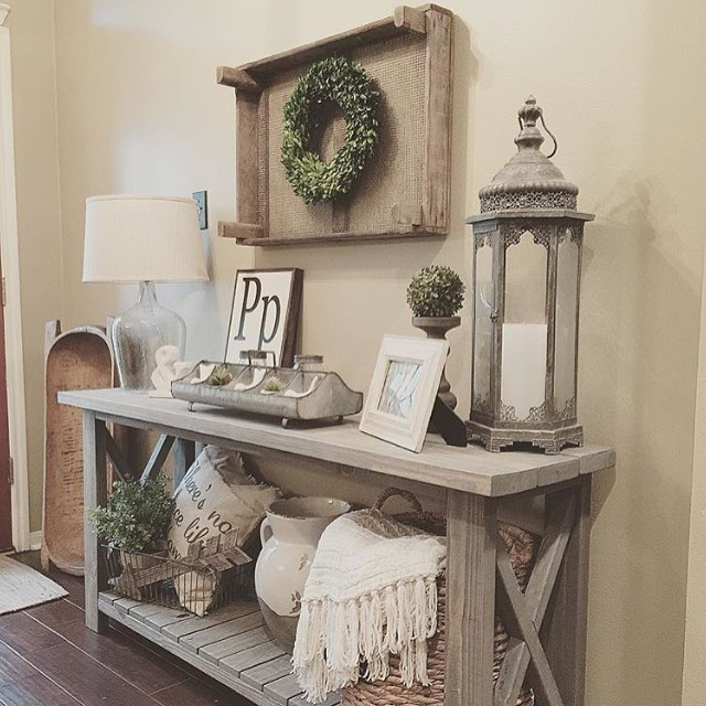 If you haven't checked out @homedecormomma yet, here's your chance! Her post for #MyDecorMonday stopped us in our tracks so we