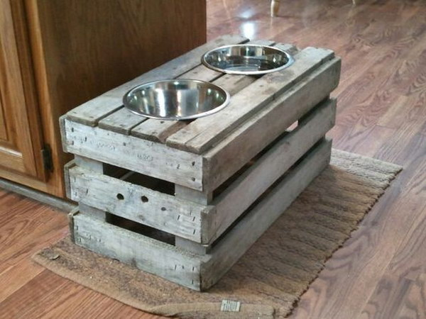 32 DIY Raised Dog Feeder from Old Crate