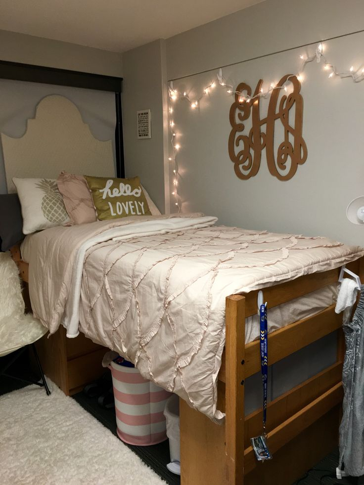 Pink and gold dorm room – Kent State University
