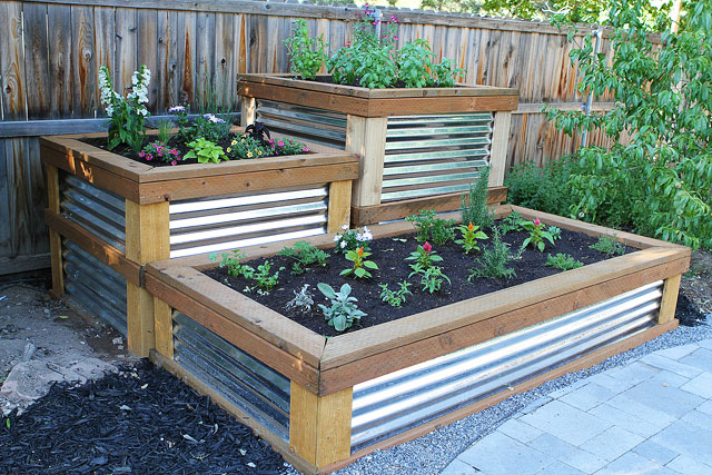 To build the raised herb garden, the pinners husband used pressure treated 2×4′s, 2×6′s, and 4×4′s. He built the frame