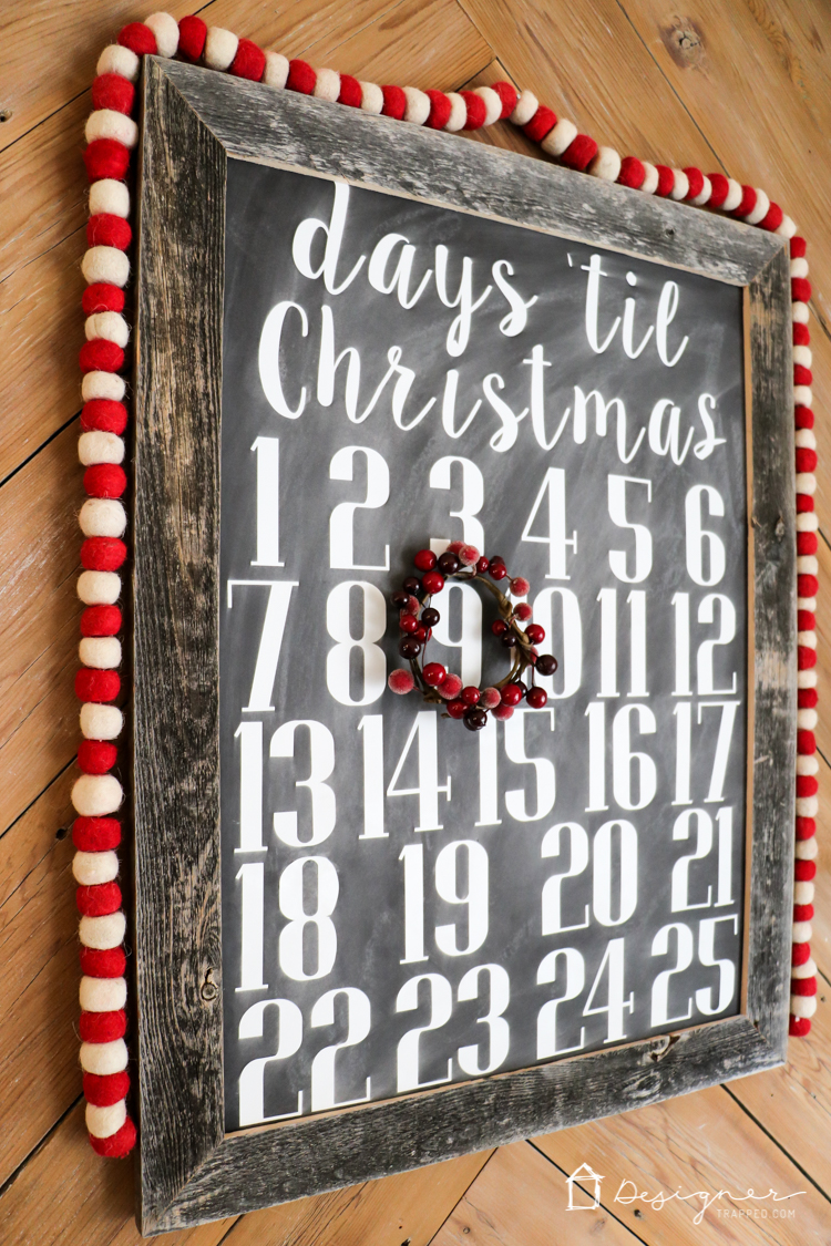 OMG, I love this DIY Christmas countdown calendar and it looks so easy to make! The fact that its a chalkboard sign as well is