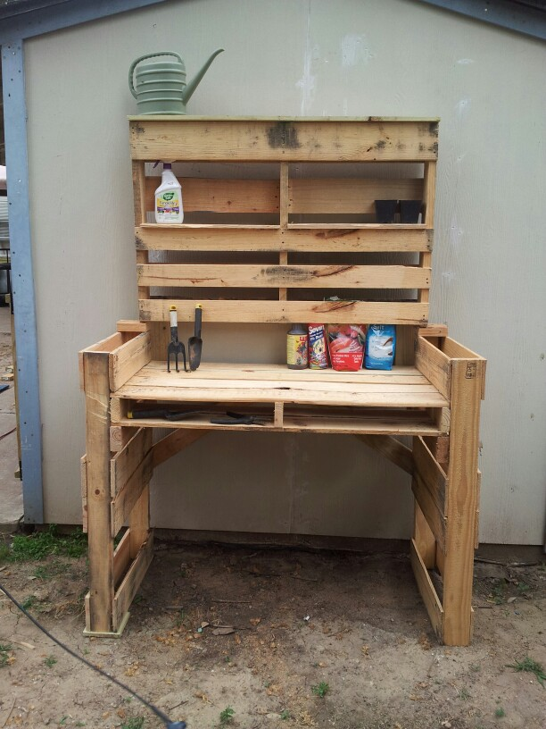 Pallet garden table before sanding and paint. – Gardening Rustic