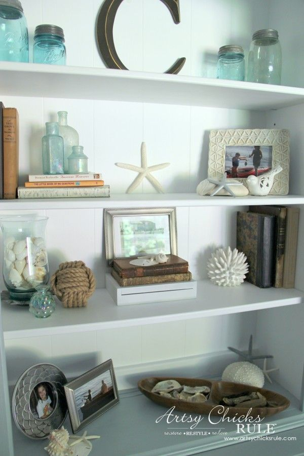 Coastal Styled Bookshelves (how to style shelves)