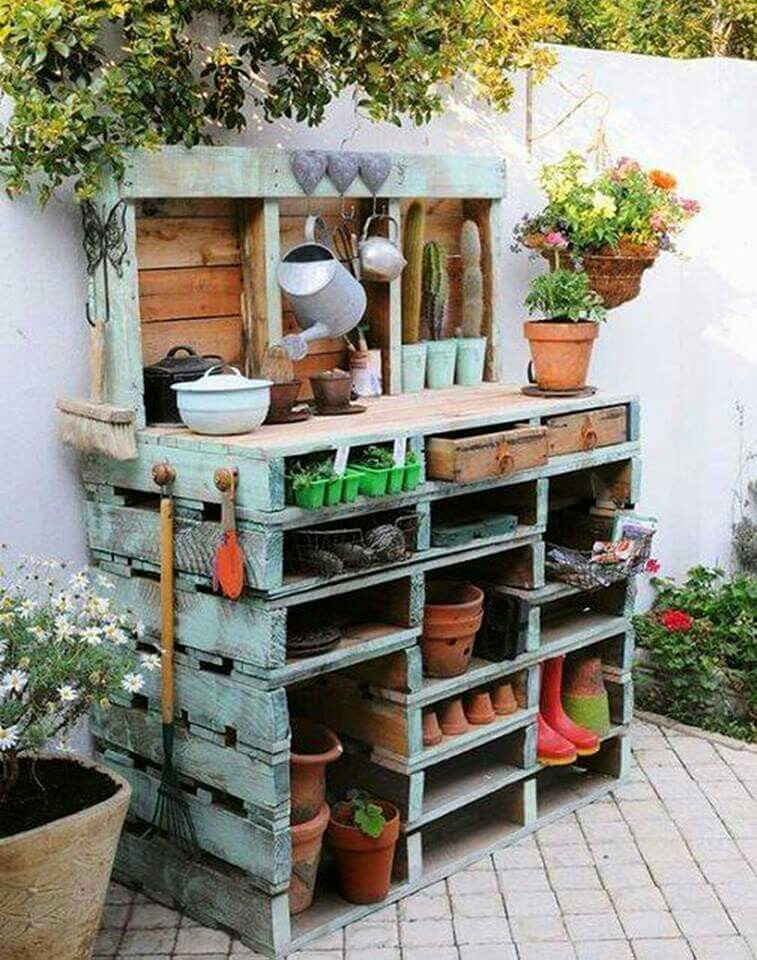 PALLET GARDEN TABLE….absolutely love this!!  Featured on our BEST DIY Pallet Ideas!