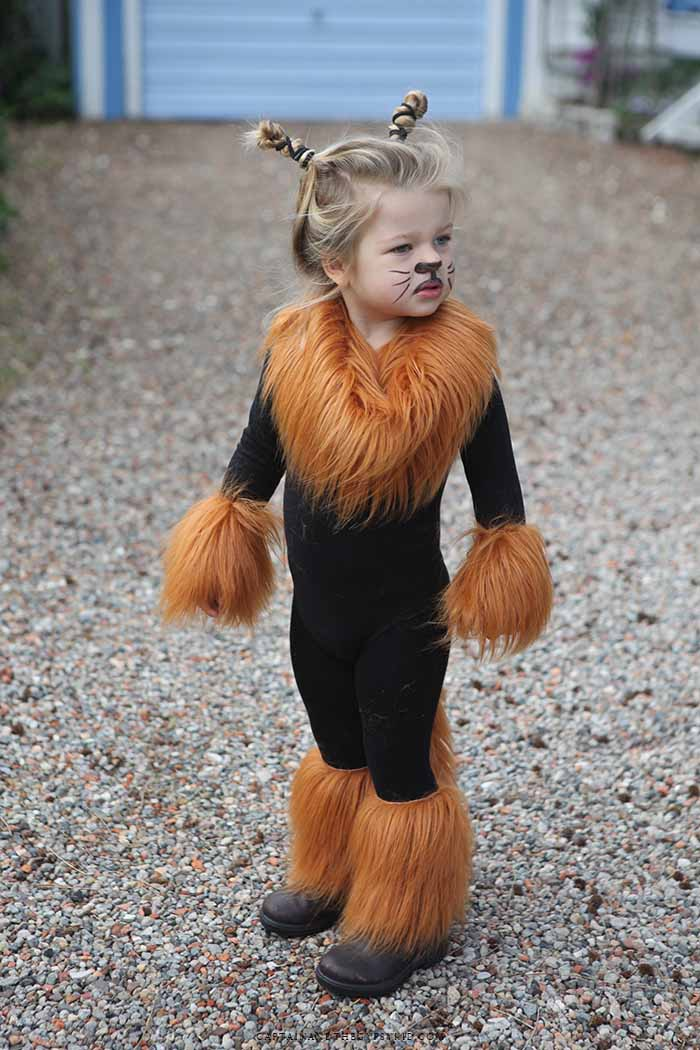 OMG! LOVE LOVE this super cute Halloween costume! I bet its not that hard to make it! @Brooke Seebold