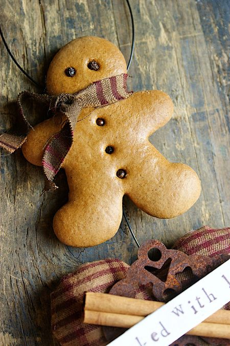 Recipe for making decorative gingerbread ornaments