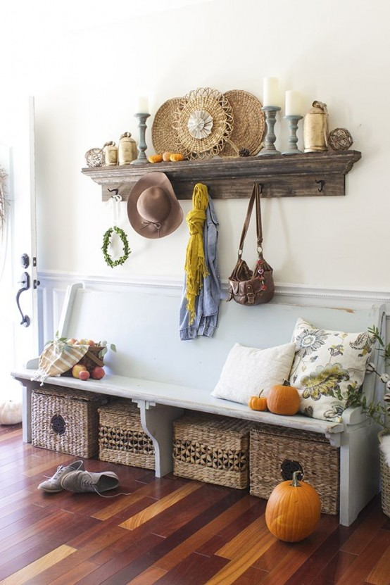 27 Cozy And Simple Farmhouse Entryway Décor Ideas – DigsDigs