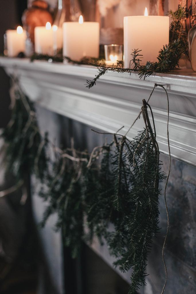 DIY Tree Trimming Garland