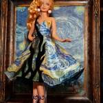 Barbie si surasul din plastic al Mona Lisei