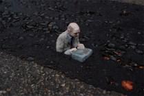 Slowly sinking - Isaac Cordal