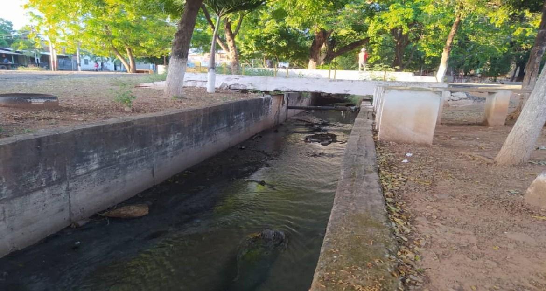 Pasan los años y sigue el desborde de aguas servidas