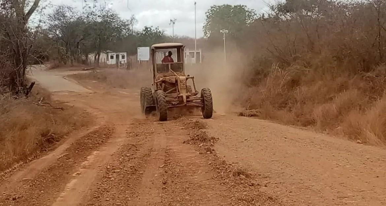 Productores reparan vialidad agrícola Lezama-Punteral-Las Flores