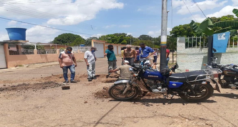 Al fin llegó el agua a familias de Brisas de Camoruquito