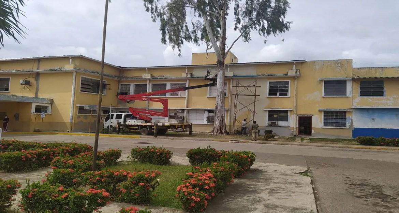 Pintan fachada del hospital Dr. José Francisco Torrealba