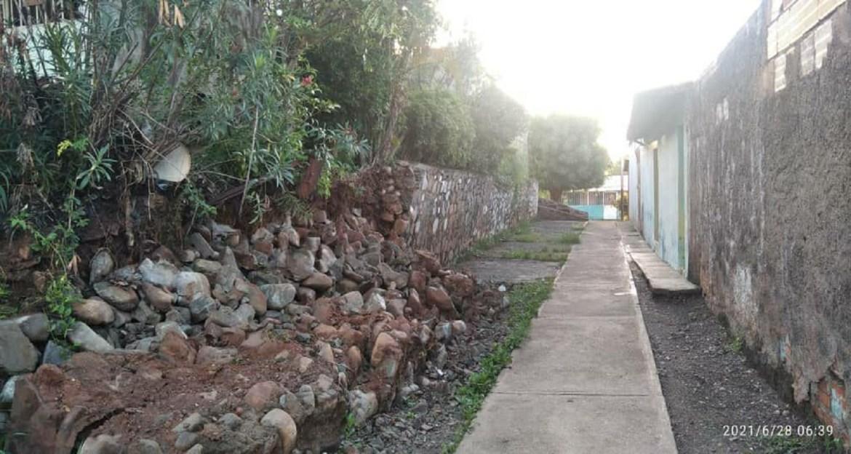 Colapso muro de contención en Tricentenario I