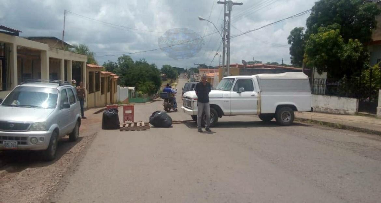 Sin luz: cerraron la calle para exigir reparación