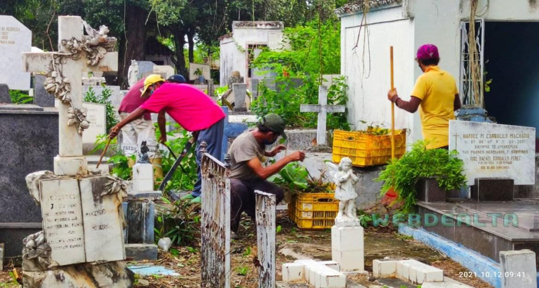 Comerciantes ejecutan mantenimiento del cementerio