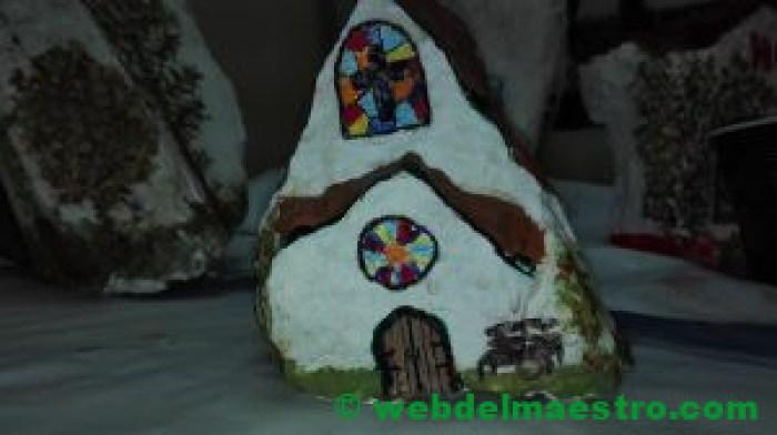 Iglesia de piedra pintada