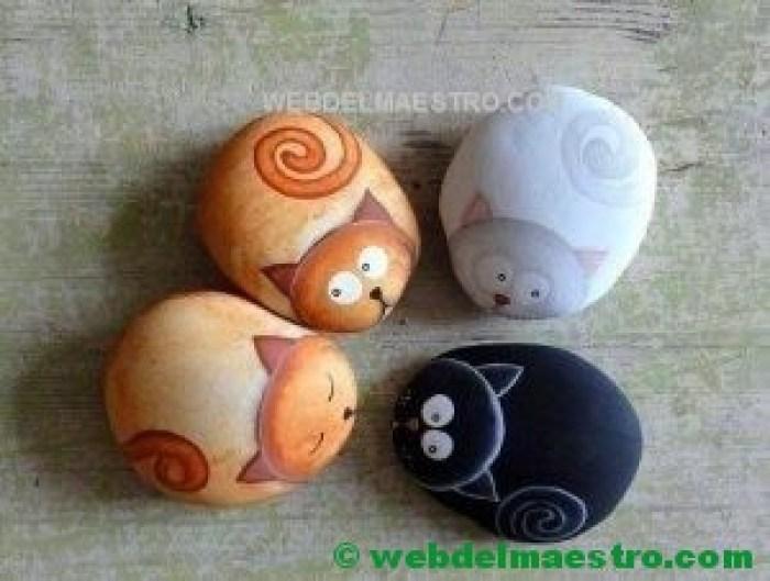 piedras pintadas de animales-gatos