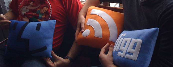 Mac Finder, RSS Feed, and Digg throw pillows