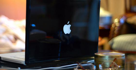 Glossy Black Macbook - light working Apple, Inc